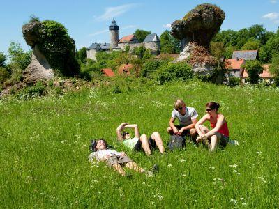 Wanderpause vor Bur Zwernitz