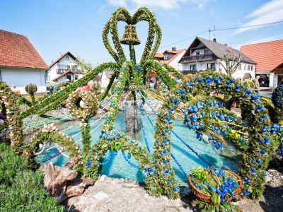 Der größte Osterbrunnen der Welt in Bieberach