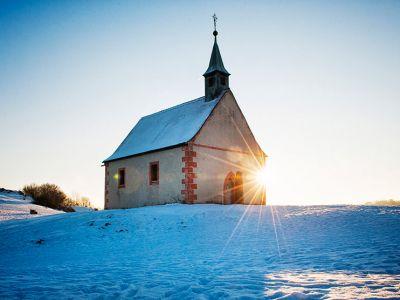 Winteraufnahme von der Kapelle auf dem Walberla